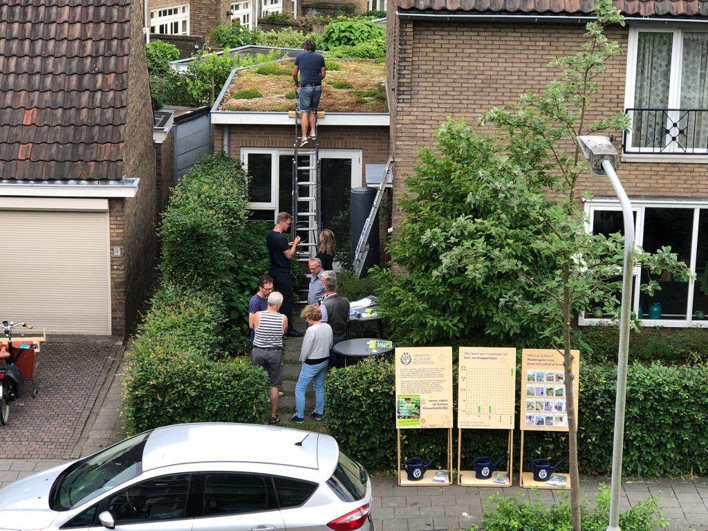 Buurtbewoners kregen de kans om het groene dak van dichtbij te bekijken