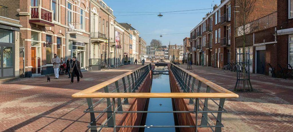 De Sint Jansbeek verbindt de Rijn met de binnenstad